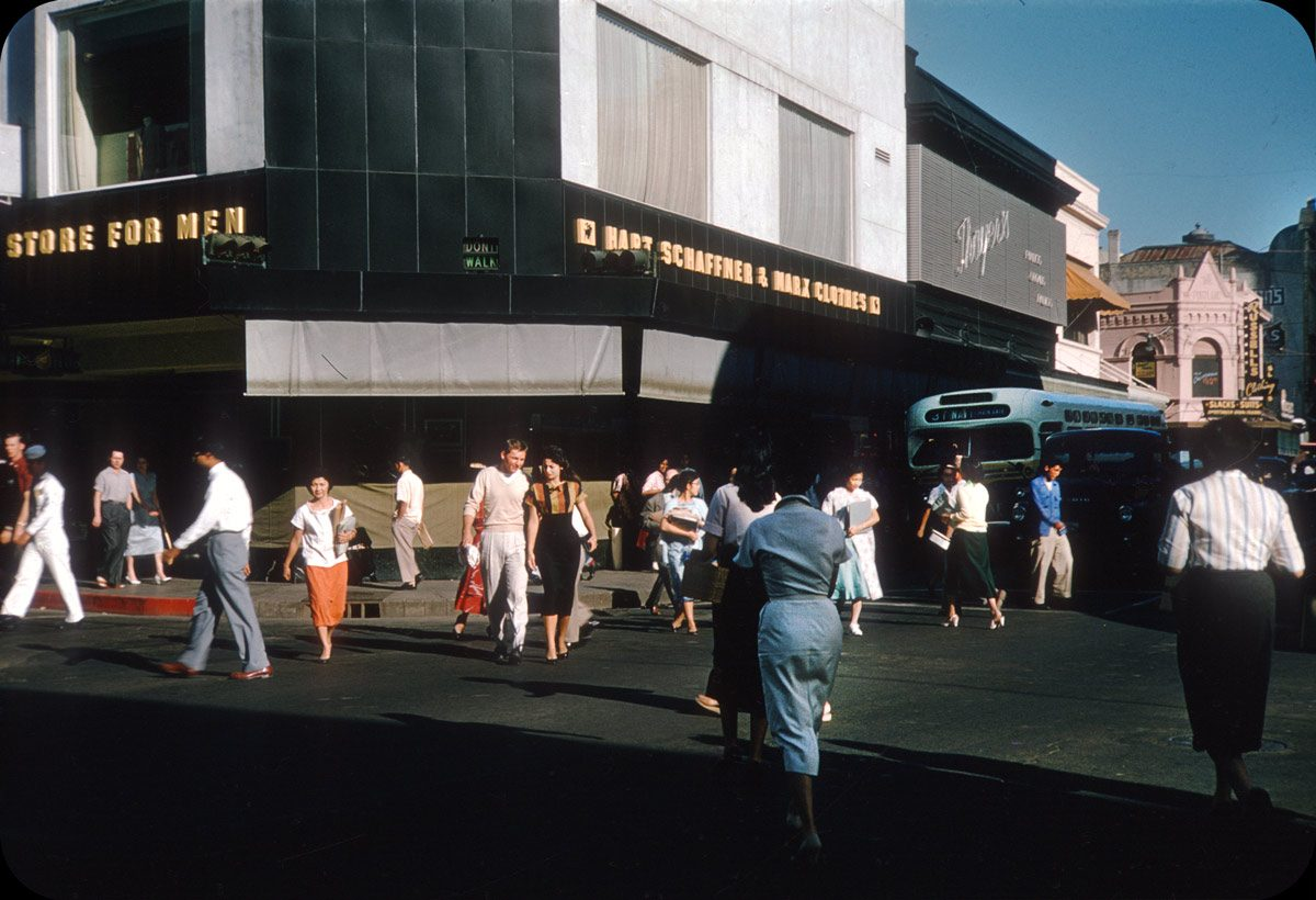 Downtown Honolulu - 1950s Smartly dressed crowd! Must shop at Russell's.