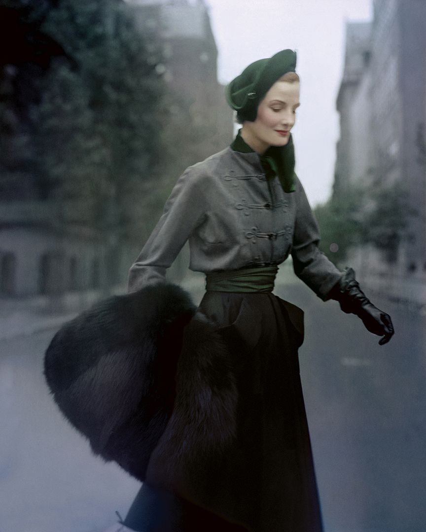 Travel in Style', Wenda Parkinson, Paris, 1949, Norman Parkinson © Norman Parkinson : Iconic Images