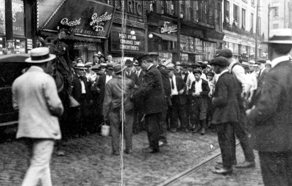 Chicagos-1919-race-riot-4.jpg