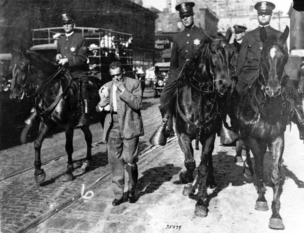 Chicagos-1919-race-riot-5.jpg