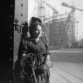 Wonderful Cecil Beaton Photographs of the Tyneside Docks in 1943