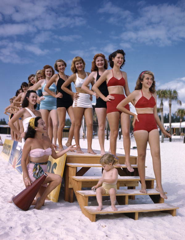 Sarasota Sun-Debs at Lido Beach, Florida Local call number: JJS0010 Title: Sarasota Sun-Debs at Lido Beach, Florida Date: January 15, 1949