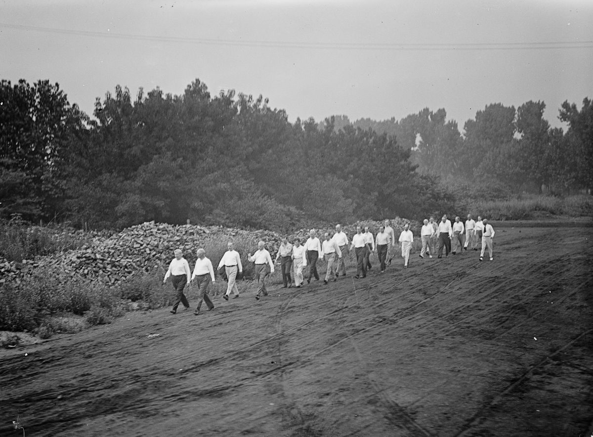 Franklin D. Roosevelt and Woodrow Wilson do Walter Camp exercises 1917