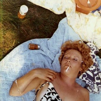 27 Mid-Century Snapshots of People Eating Picnics