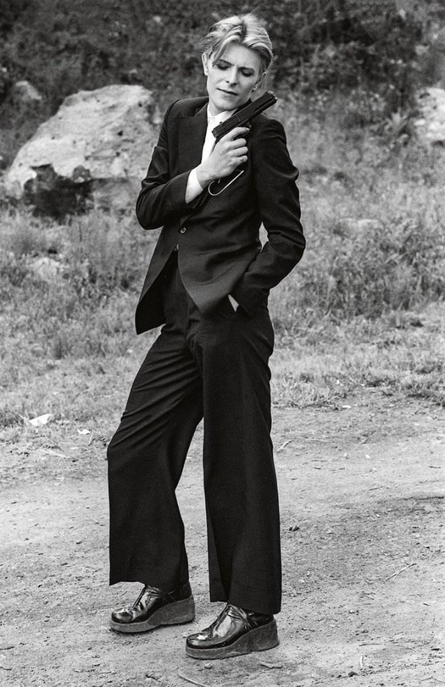 Bowie in Ola Hudson suit on the set of The Man Who Fell To Earth, New Mexico. Photo: StudioCanal.