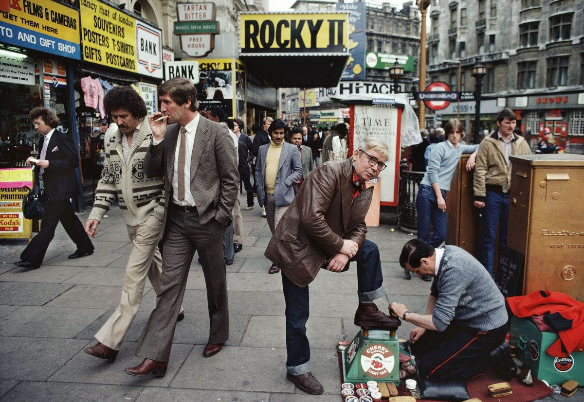 William Klein Shoes polisher, Rocky II, etc, Piccadilly, 1980 © William Klein Soho London
