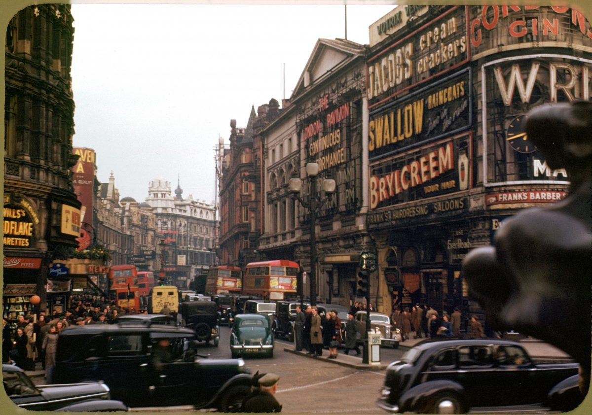 London_,_Piccadilly_Circus_looking_up_Shaftsbury_Ave_,_circa_1949_,Kodachrome_by_Chalmers_Butterfield