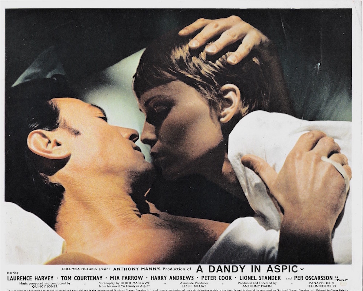 A Dandy in Aspic, Laurence Harvey, Mia Farrow