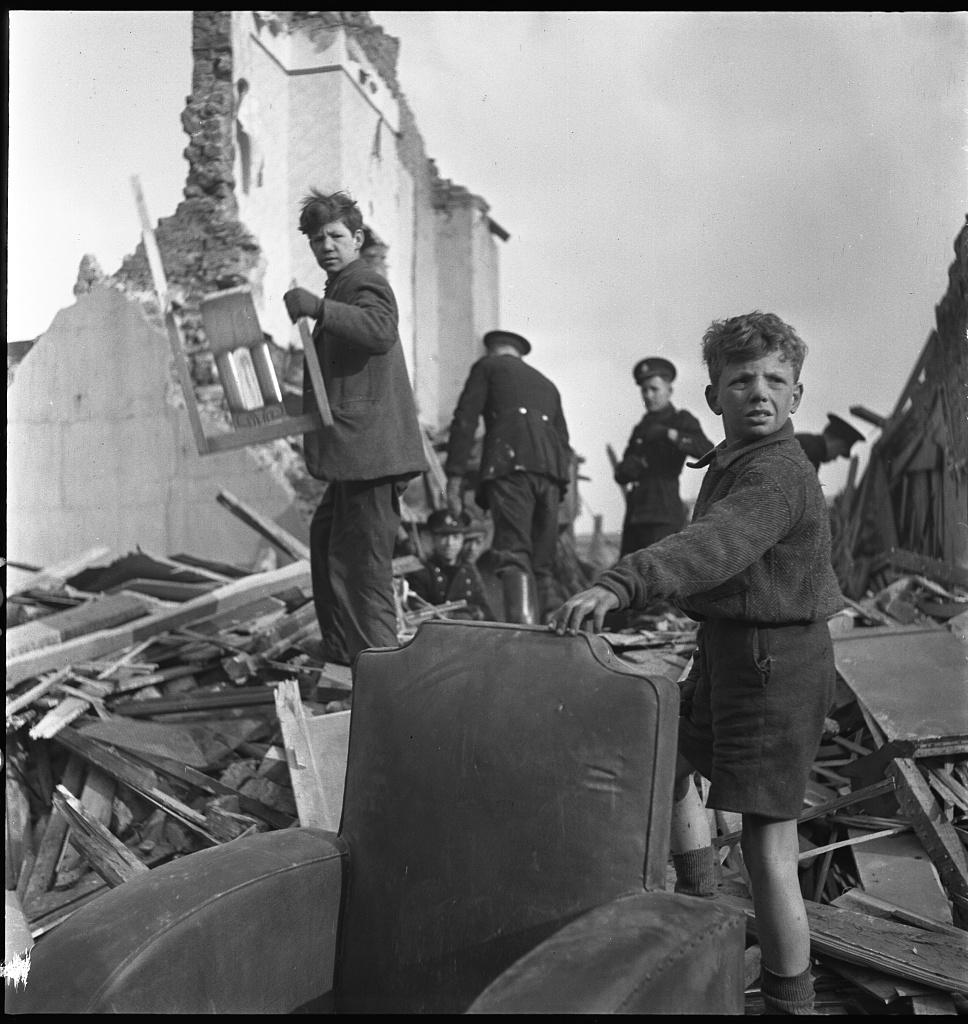 Toni Frissell London 1944 bombs World War 2