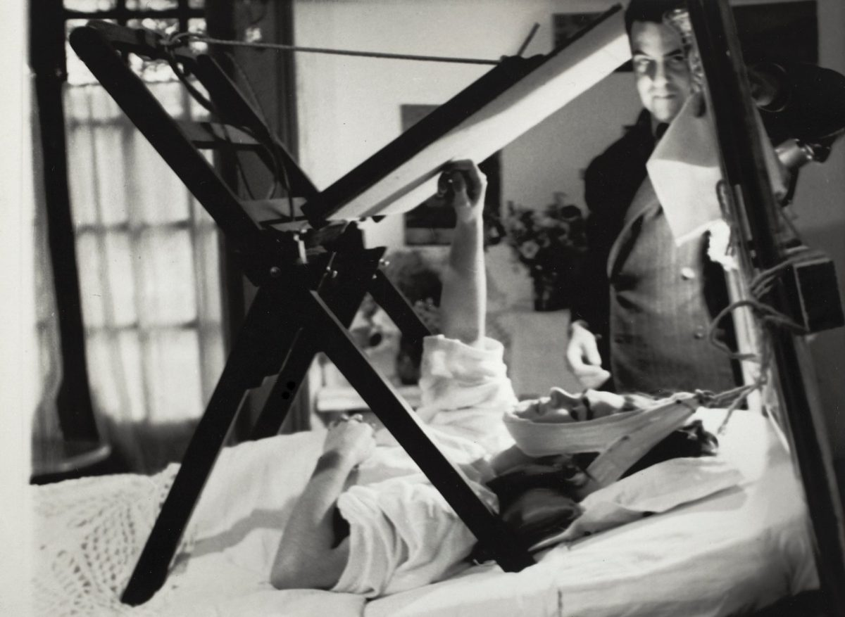 Frida painting in bed, anonymous photographer, 1940. © Frida Kahlo Museum
