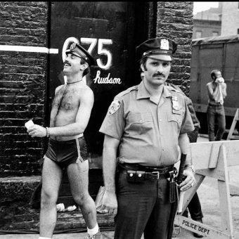 "Gritty 1970s Photos of the NYPD Show the Banality, Brute Force, and Humor of ""Life on the Beat"" in Downtown Manhattan"