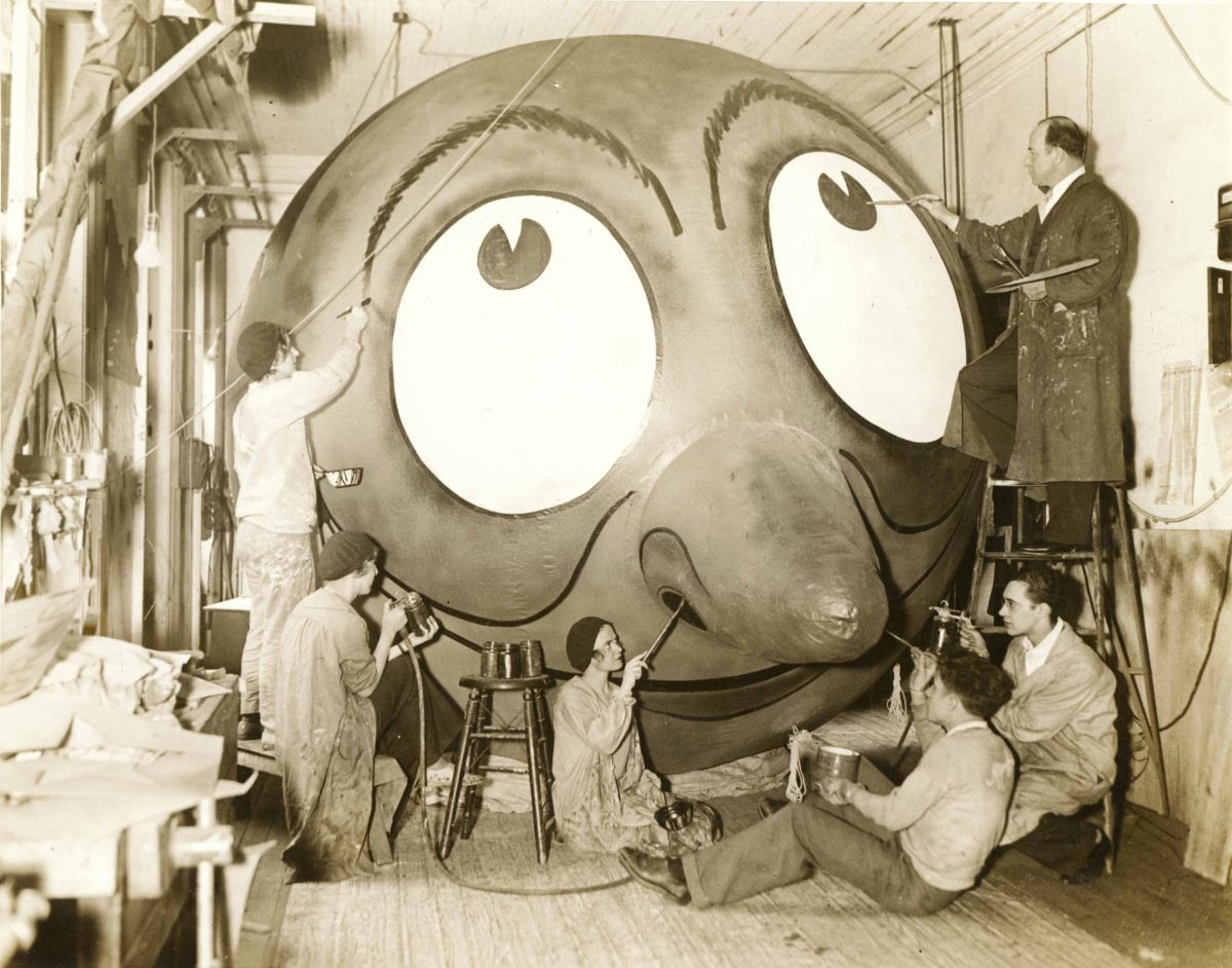 Tony Sarg and a group of unidentified people painting one of his balloons. Studio: Publisher: Fotograms News Photo Service, Inc. 381 Fourth Ave., New York City