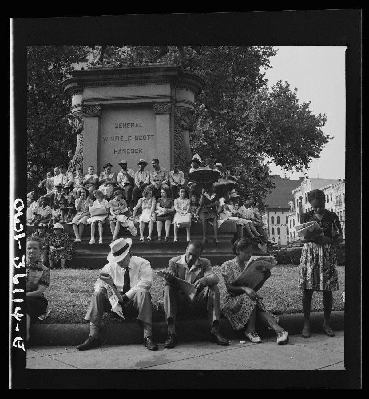 washington Dc  war parade 1940s Esther Bubley office of war information