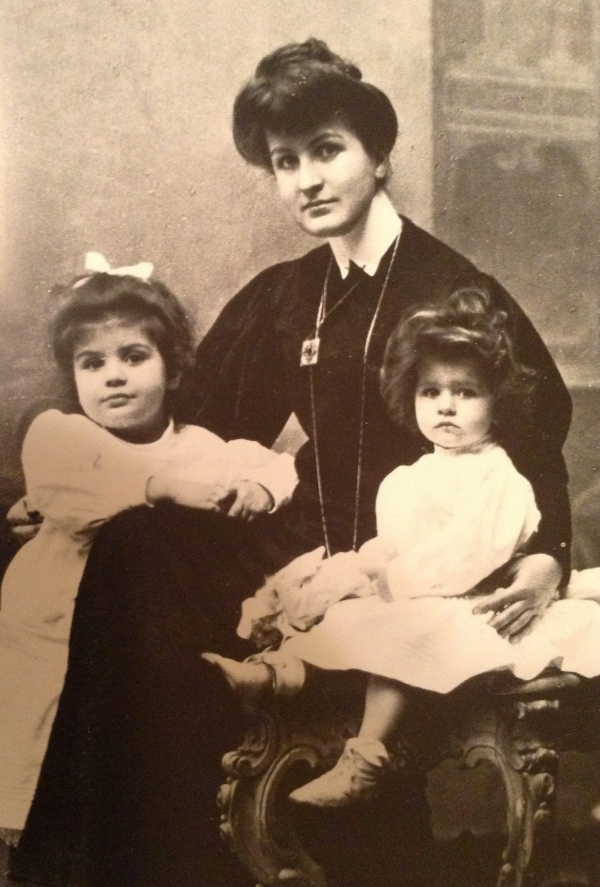 Alma Mahler with her daughters Maria (at left) and Anna (at right), cabinet card photo circa 1906
