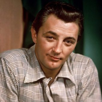 Robert Mitchum was a Fugitive from a Chain Gang