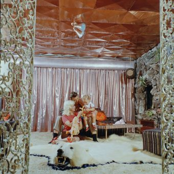 "Inside Jayne Mansfield's ""Pink Palace,"" the Graceland of Hollywood"