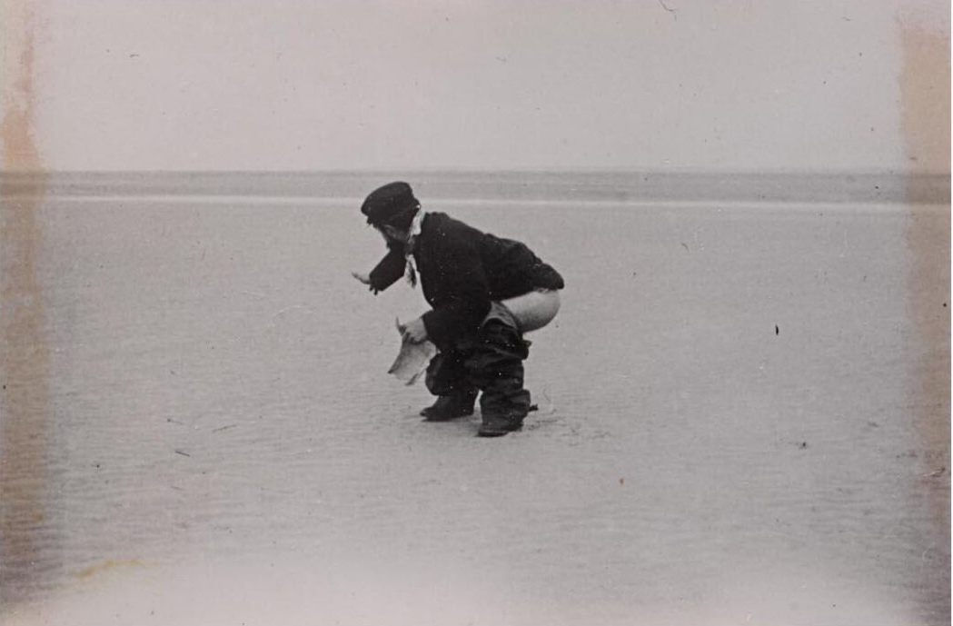 TOULOUSE-LAUTREC DEFECATING ON THE BEACH AT LE CROTOY, PICARDIE