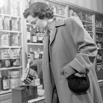 The First Automated Grocery Store Opens in 1937
