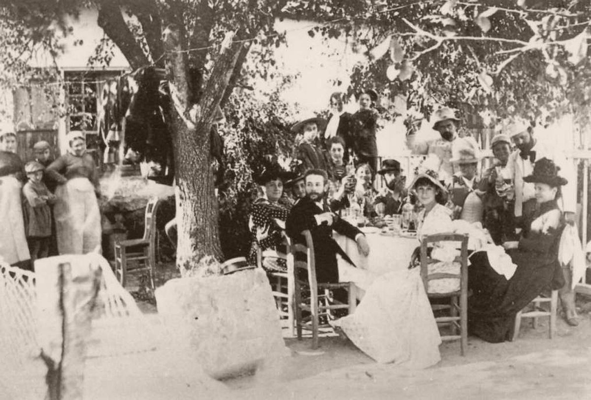 Émile Zola's Photographs Open air cafe