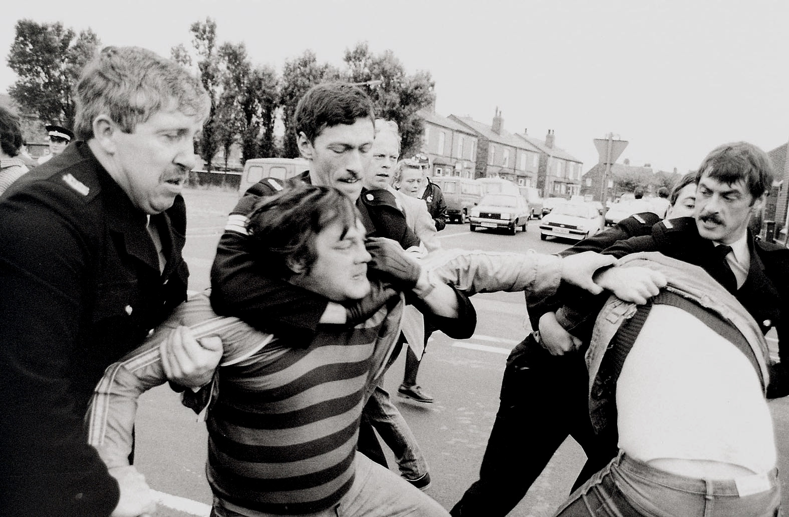 Police arrest pickets at Sutton Manor colliery, St.Helens.