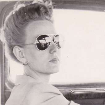 21 Vintage Snapshots Of Women in Killer Sunglasses