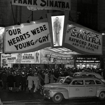 The Teenager Who Egged Frank Sinatra And The Bobby Sox Riot – New York City, 1944