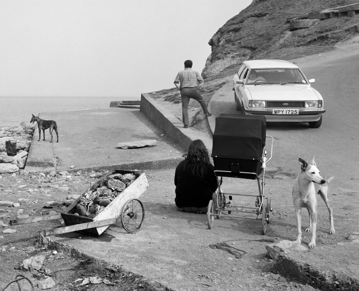 Crabs and people, Skinningrove, North Yorkshire, 1981