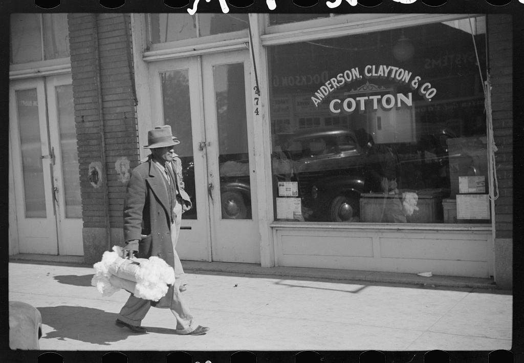 Negro farmers bringing samples of cotton to sell in brokers' offices. Clarksdale, Mississippi Delta, Mississippi Contributor Names Wolcott, Marion Post, 1910-1990, photographer Created / Published 1939 Oct