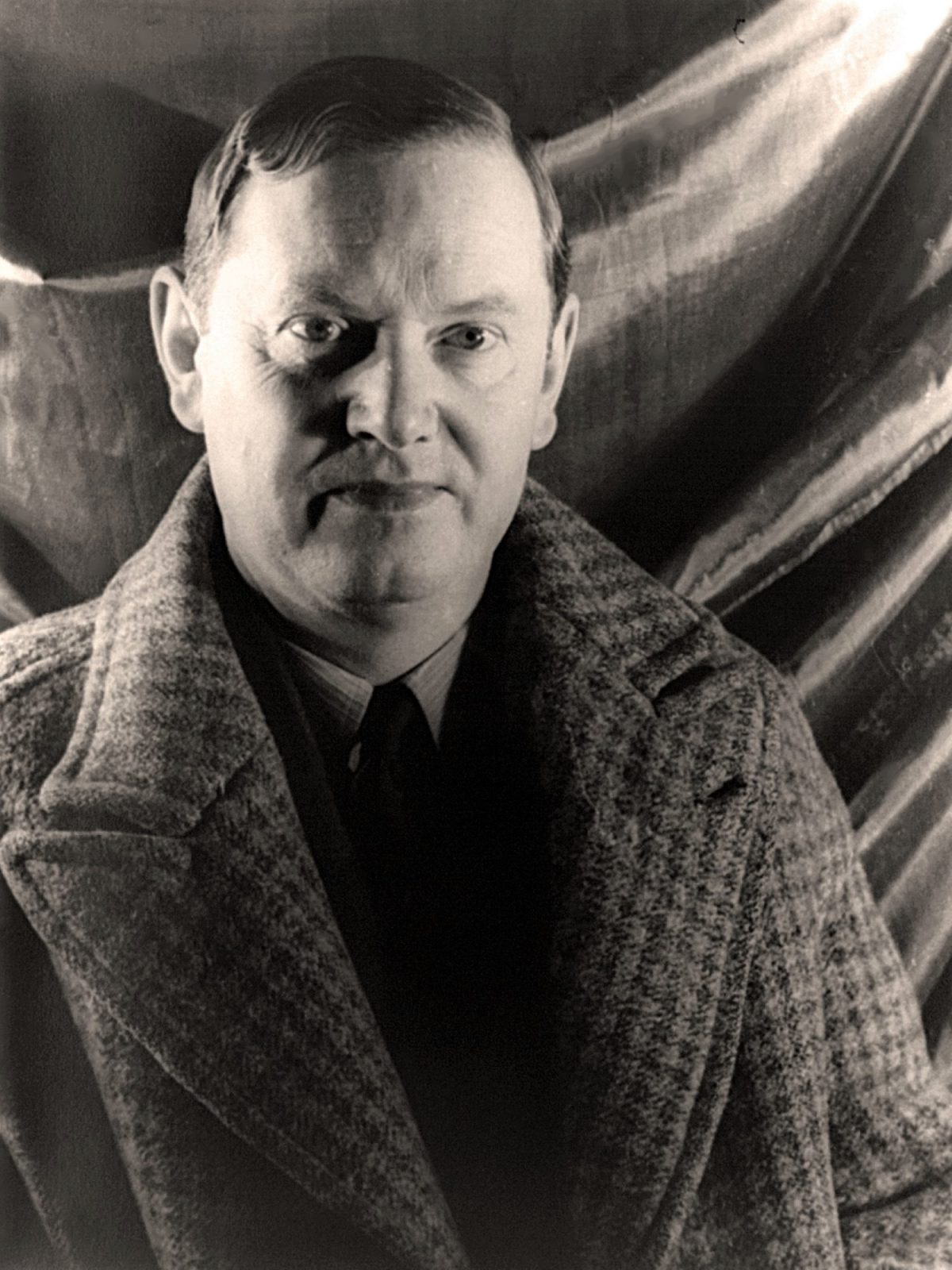 Evelyn Waugh, writer, books, 1900s