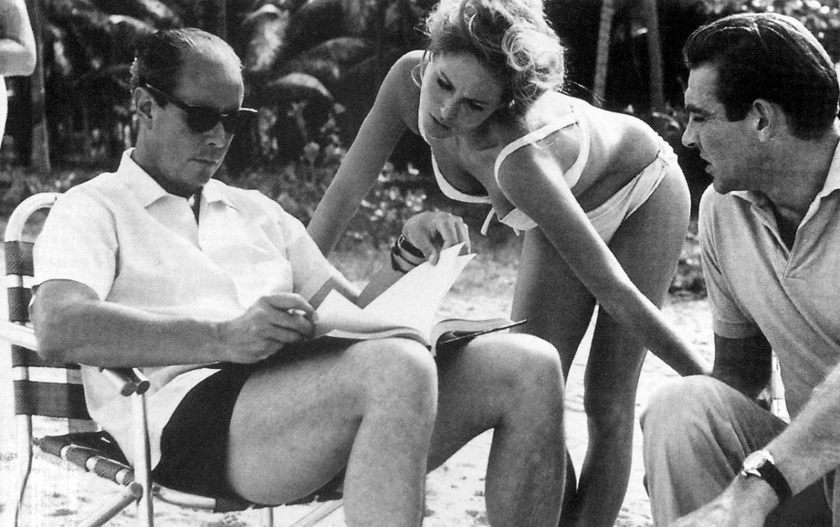 PUBLICITY PHOTO Behind the scenes shot of Sean Connery and Ursula Andress
