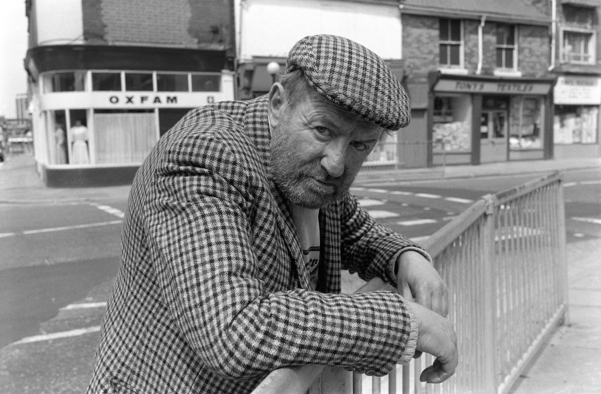 Man on street corner, Anne St, Carr St, Hull, 1988