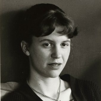 Listen to Sylvia Plath Read Her Poetry – Ariel, The Colossus, Tulips & More