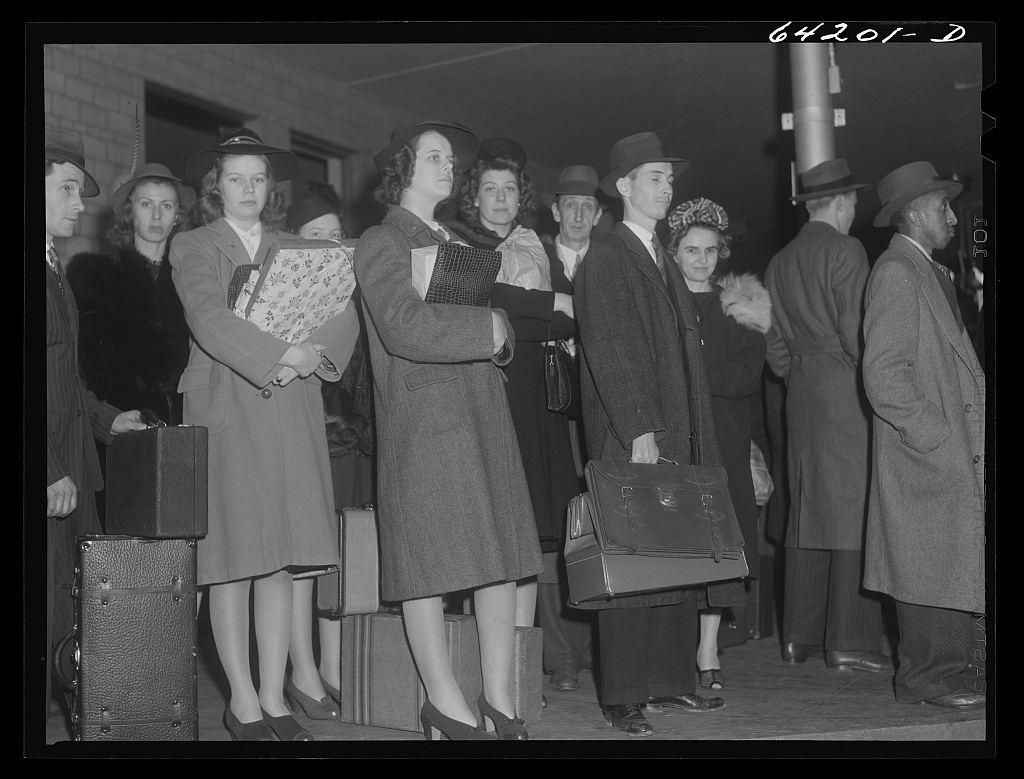Title Washington, D.C. Greyhound bus terminal on the day before Christmas Contributor Names Vachon, John, 1914-1975, photographer Created : Published 1941 Dec. 24.