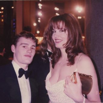 Me And The A-Listers – Fabulous Found Photos Of An Unknown Man Posing With Hollywood's Finest At The Oscars And More In 1994