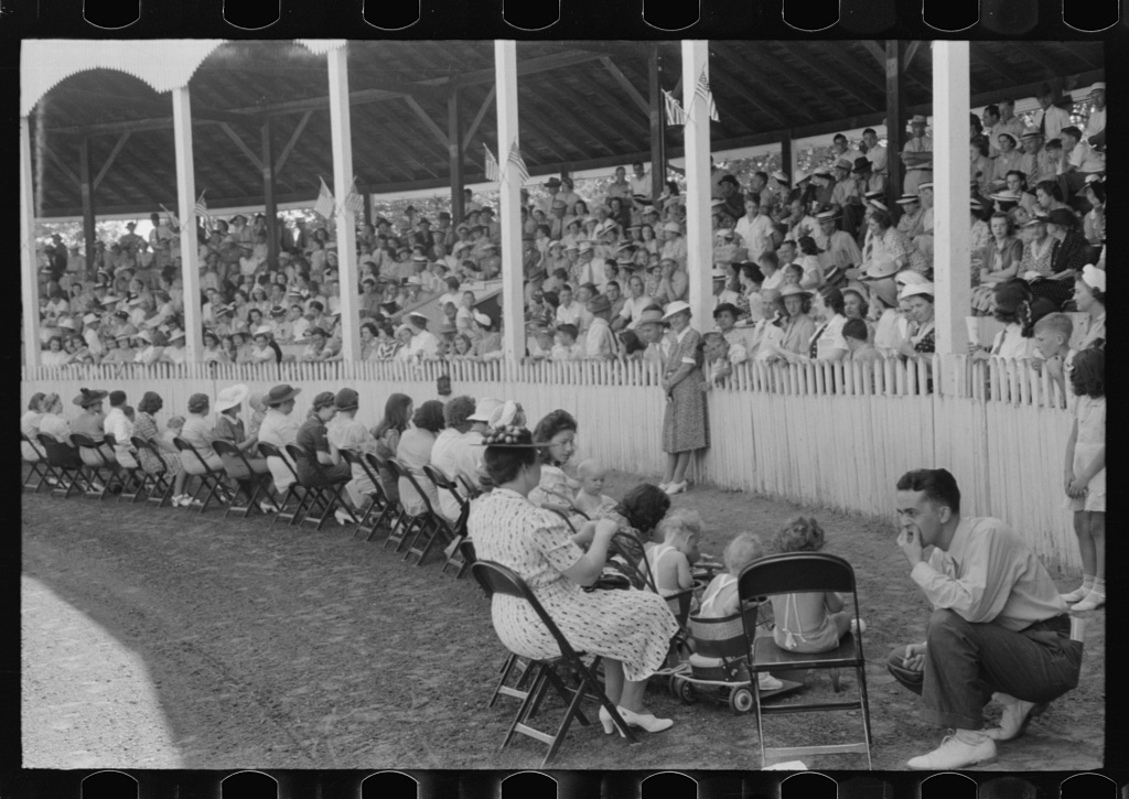 Healthiest baby contest at Shelby County Fair and Horse Show, Shelbyville, Kentucky 1 negative : nitrate ; 35 mm. Contributor: Wolcott, Marion Post Date: 1940