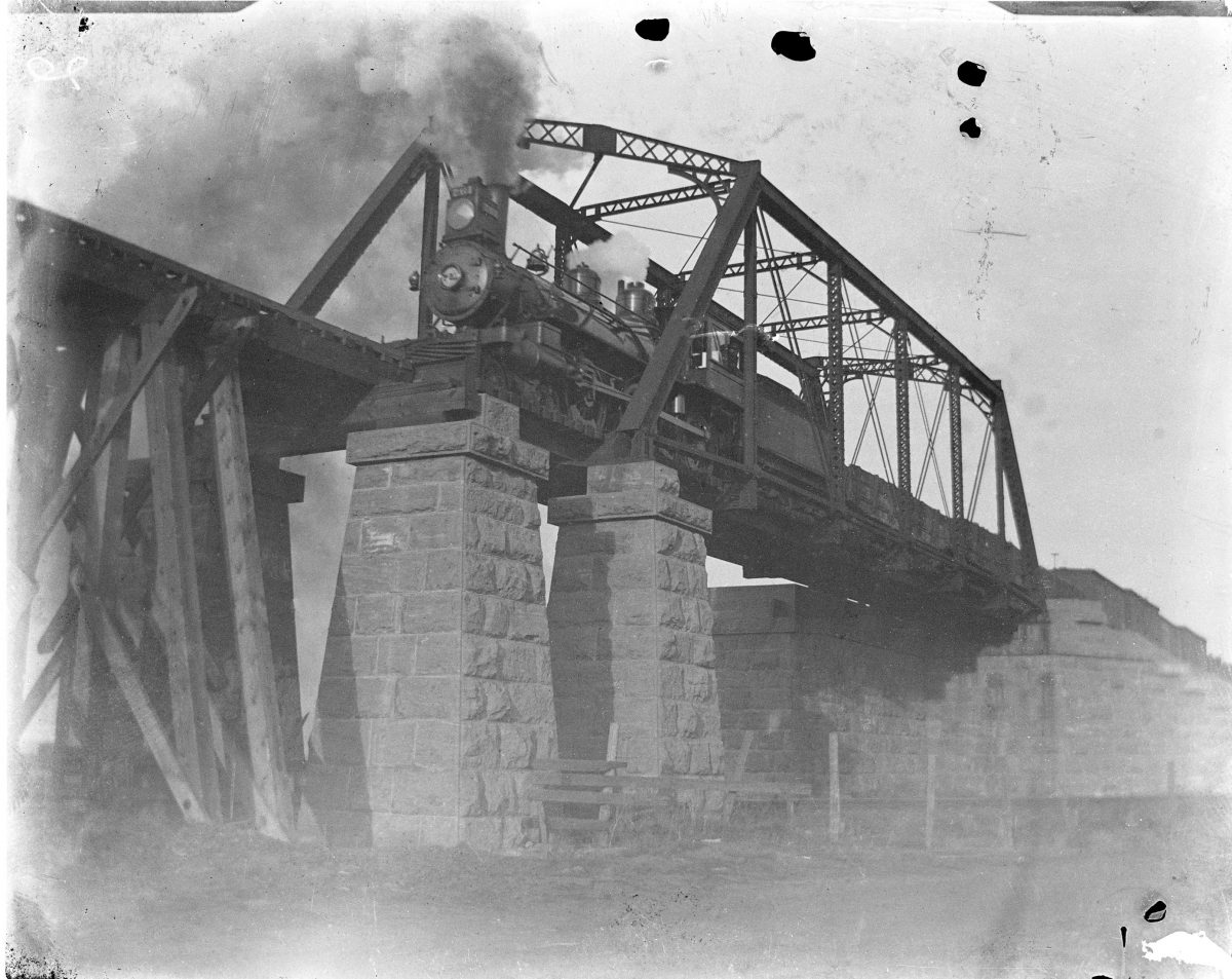 Locomotive going over a trestleGeorge Silas Duntley Photographs 1899-1918