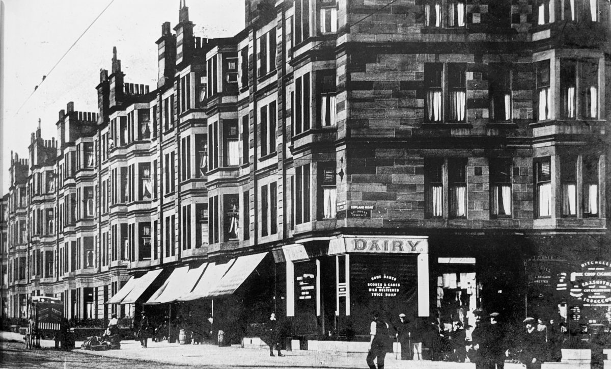 The corner of Copland Rd and Paisley Rd West, pictured in the early c20th sporting its Sunday name: Kildonan Terrace. On the corner is a branch of Glasgow institution Ross's Dairies while further along the row is Castlebank Laundry.