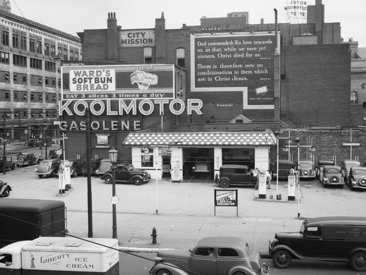 When Gas was 15c a gallon - US Filling Stations 1937-1942