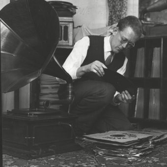 Bombs, Jazz And Junkers – The Birth Of Record Collecting